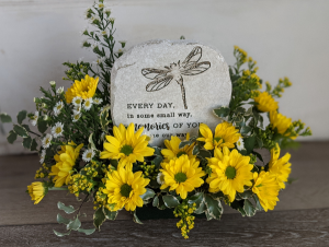 Memories of You Stone and Fresh Flowers in New Castle, IN | WEILAND'S FLOWERS