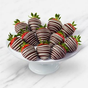 Chocolate Covered Strawberries With Drizzle