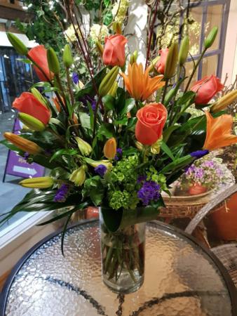 MIREILLE'S PICK Complimentary colours vase