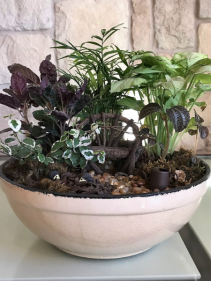 MIX OF GREEN PLANTS W/DECOR 10""