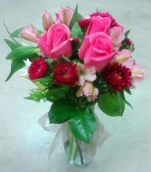 Mix with 3 pink roses Fresh floral