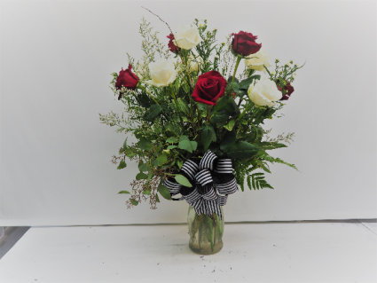 MIXED DOZEN ROSES BOUQUET ROSES