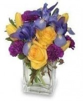 GW 6-Mixed flowers in a compact arrangement (Flowers and colors may vary)