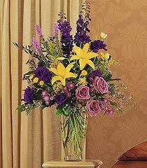 SA 10-Mixed vase arrangement Flowers and colors may vary
