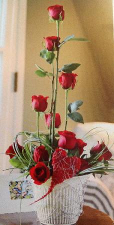 Modern Valentine Dozen Roses