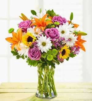 Mom's Cheerful Blooms Exclusively at Mom & Pops in Ventura, CA | Mom And Pop Flower Shop