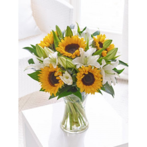 Mom's glorious sunflower Exclusively at Mom & Pops in Ventura, CA | Mom And Pop Flower Shop
