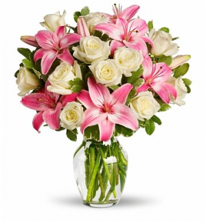 Mom's Lily & Roses Exclusively at Mom & Pops in Oxnard, CA | Mom and Pop Flower Shop