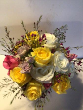 Moms yellow dream bouquet  Dozen mixed roses in a vase