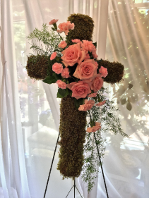 CR404: MOSS COVERED CROSS WITH ROSES & CARNATIONS