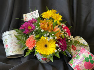 Mother's Day Special  #2-Fresh Floral Arrangement in Red Lake, ON | FOREVER GREEN GIFT BOUTIQUE