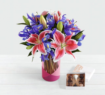 Mother's Day Spectacular with Pink Geo Vase LIMITED AVAILABILITY