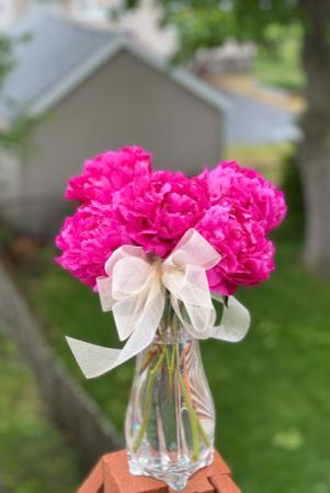 My one & Peoney Classic Flower Arrangment