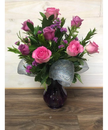 6 Roses in a vase Vase arrangement