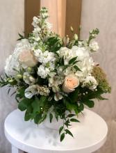 Natural and Innocent  Ceramic Vase Arrangement