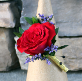 Natural Sweetheart Rose Boutonniere