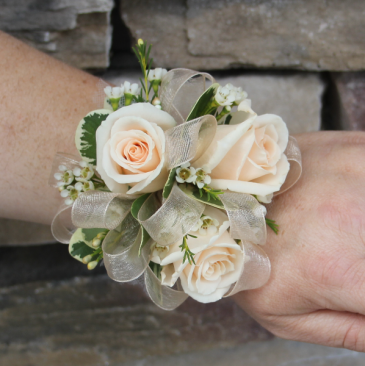 Natural Sweetheart Rose Wrist Corsage