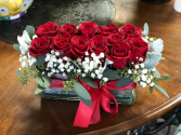 New York Dozen Modern Vase of 1 dozen roses