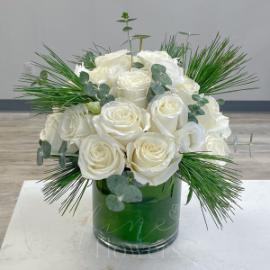 Noël Vase Arrangement in Middletown, NJ | Fine Flowers