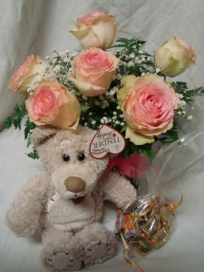 """""""FULL OF LOVE"""" 6 PINK ROSES ARRANGED IN A VASE  with baby's breath, medium sized TENDER TEDDY BEAR AND small bag of chocolates! All of this for 69.00!"""