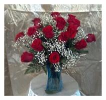 One Dozen All Around Red Roses
