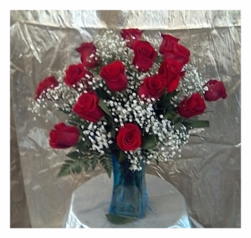 One Dozen All Around Red Roses