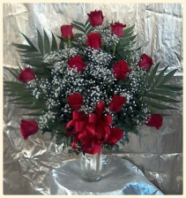 One Dozen Fannned Red Roses