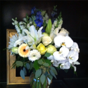 Send the Best Classic Vase Arrangement in Bethel, CT | BETHEL FLOWER MARKET OF STONY HILL