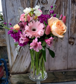 Only the Best Vase Arrangement in North Adams, MA | MOUNT WILLIAMS GREENHOUSES INC