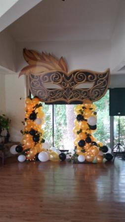Organic Maudi Gras theme party Arch