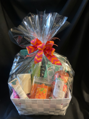 Pamper Yourself Spa and Bath Basket in Red Lake, ON | FOREVER GREEN GIFT BOUTIQUE