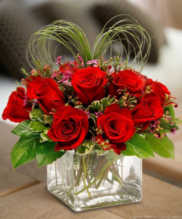 Passionate Hearts One dozen red roses In a cube vase