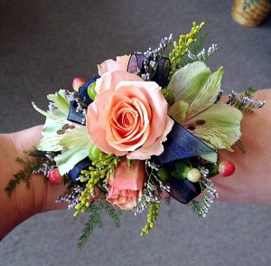 PASTEL BEAUTY CORSAGE MIXED FANCY WRISTLET CORSAGE  in Elyria, OH | PUFFER'S FLORAL SHOPPE, INC.