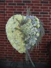 Peaceful Memories Closed Heart Easel Spray
