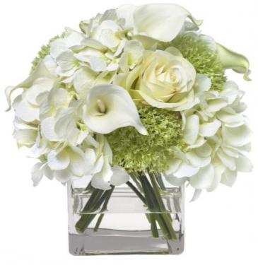 PEACEFUL PASSAGE ELEGANT MIXTURE OF FLOWERS