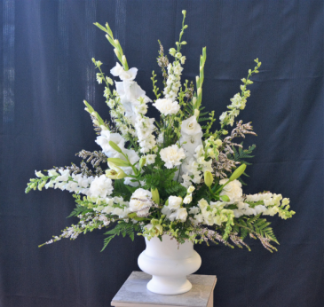 PEACEFUL REMEMBRANCE IN WHITE SYMPATHY ARRANGEMENT