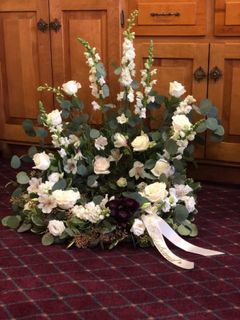Peaceful tribute Urn arrangement