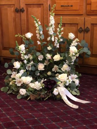 Peaceful tribute Urn arrangement