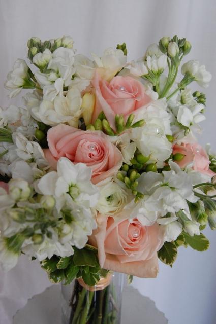 Peach white fresh vase in jacksonville fl dinsmore florist inc peach white fresh vase mightylinksfo