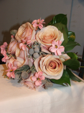 Peaches and Cream Handheld Bouquet