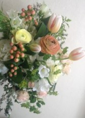 Peaches & Cream Handtied Bouquet