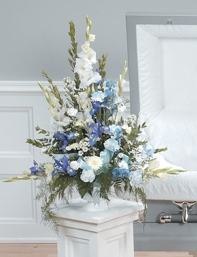 PEDESTAL  ARRANGEMENT   BLUE   &WHITE