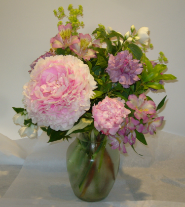 CELEBRATING PEONIES Vase Arramgent