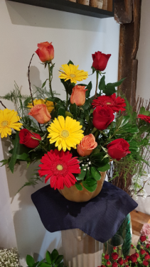 PERFECTLY BEAUTIFUL Roses and Gerberas arrangement