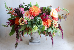 Persimmon Peach Flower Arrangement in Amelia Island, FL | ISLAND FLOWER & GARDEN