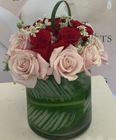 PINK AND RED ROSES  ELEGANT MIXTURE OF ROSES