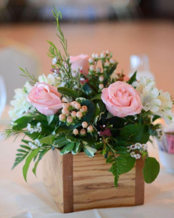 PINK BOUTONNIER ELEGANT MIXTURE OF FLOWERS