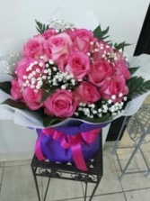 Pink / Red rose in wrap  round shape bouquet