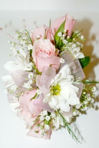 Pink roses with white daisies corsage