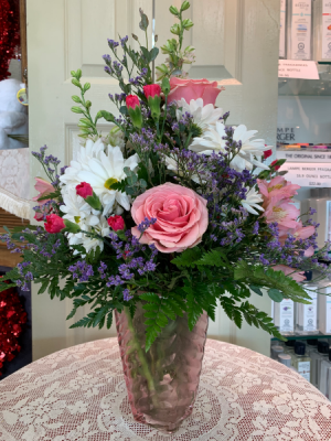 Pink Swirl Bouquet Valentine 2021 All around arrangement in Berwick, LA | TOWN & COUNTRY FLORIST & GIFTS, INC.